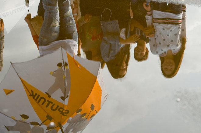 Зонтики Sputnik взяли с собой на случай дождя, но погода была отличная