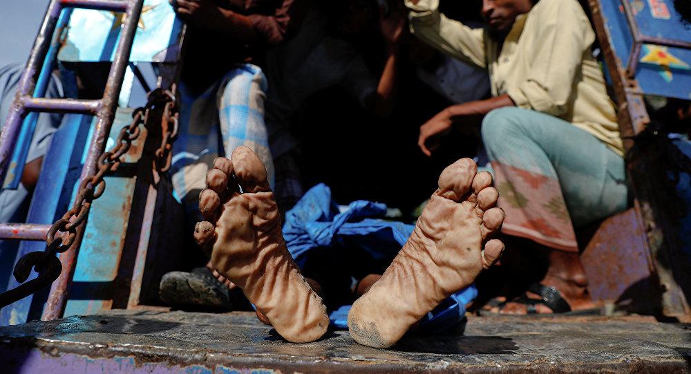 Тела погибших в результате крушения лодки беженцев