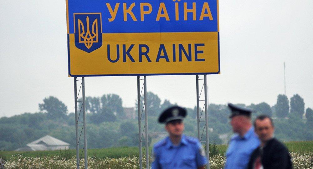Международный пункт пропуска Угринов-Долгобичув на украинско-польском участке госграницы, архивное фото