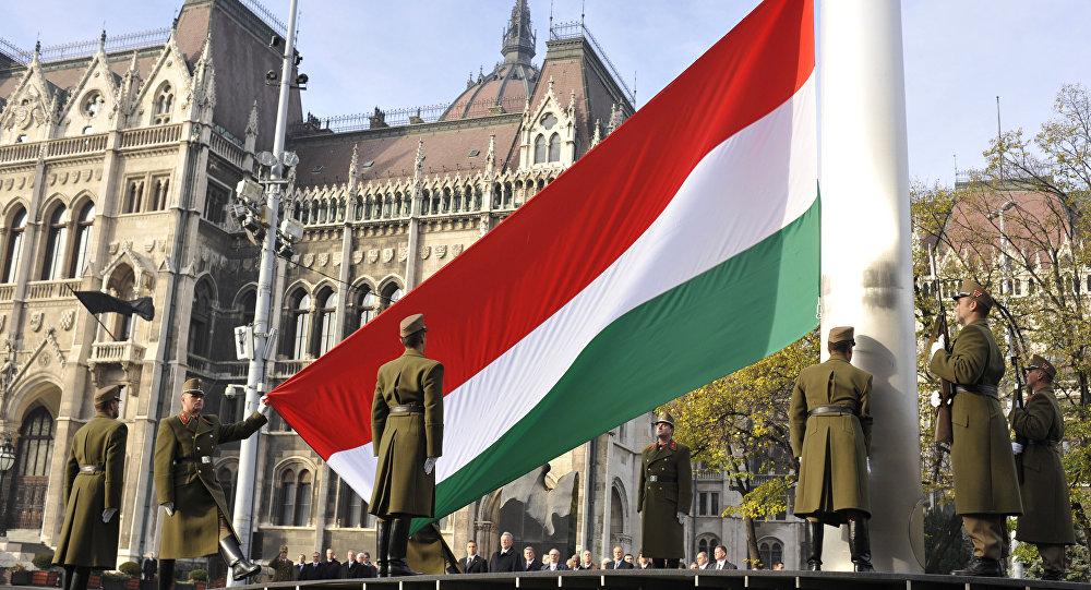 Поднятие национального флага Венгрии в Будапеште