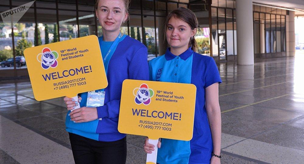 Волонтеры встречают участников Фестиваля в международном аэропорту Сочи