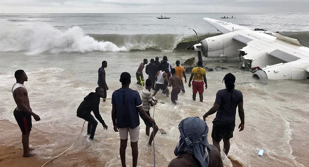 На месте крушения транспортного самолета в Кот-д'Ивуаре. 14 октября 2017 года