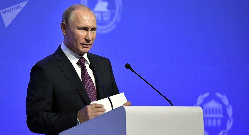 Президент РФ Владимир Путин выступает на церемонии открытия 137-й Ассамблеи Межпарламентского союза